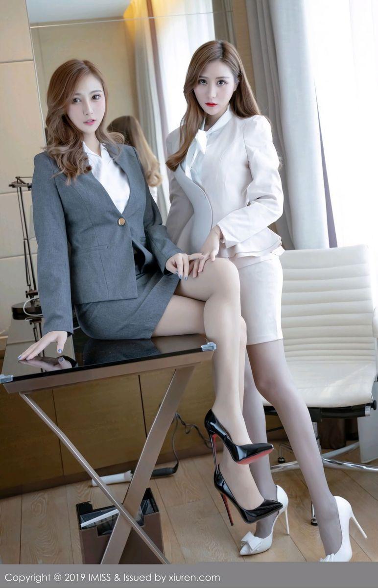 爱蜜社性感姐妹花Ceci&Lavinia肉职场OL上演秘书私房美图