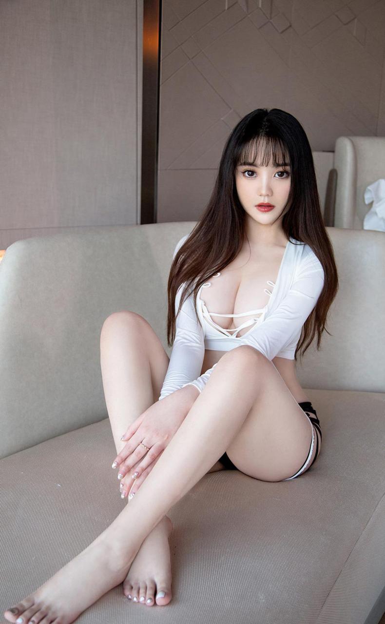 尤物丰满少妇大尺度喷血写真性感裸胸完美翘臀嫩白