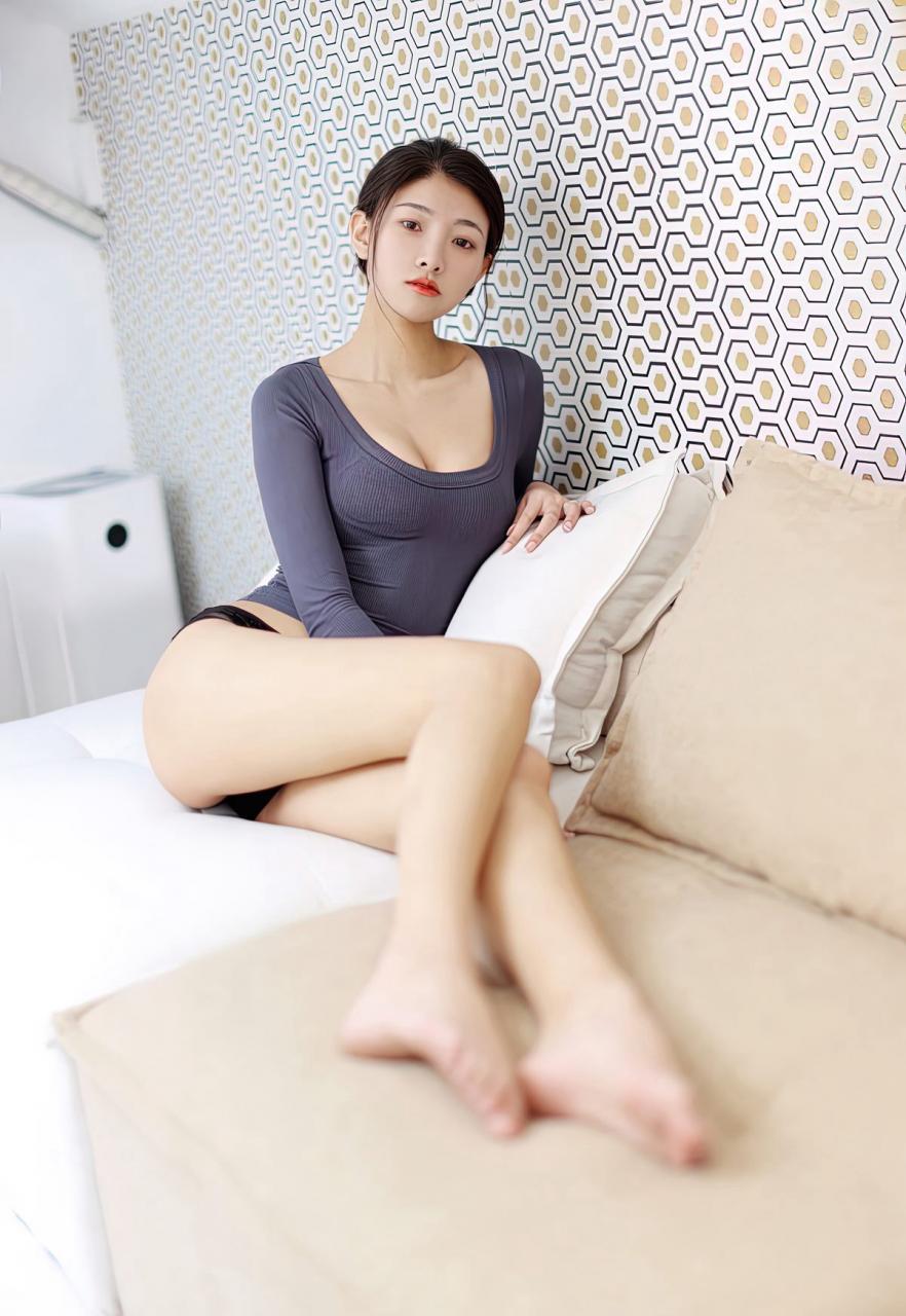 Laura苏雨彤艺术生舞蹈学院美女完美身材美腿玉足