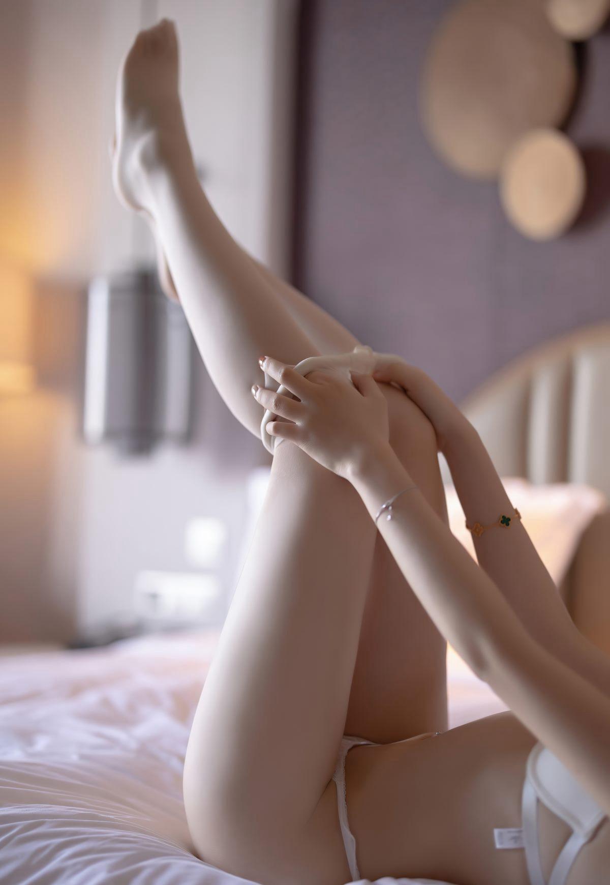 芝芝Booty超薄白丝完美腿型诱惑白嫩玉足脱丝袜写真-芝芝Booty-『游乐宫』Youlegong.com 第9张
