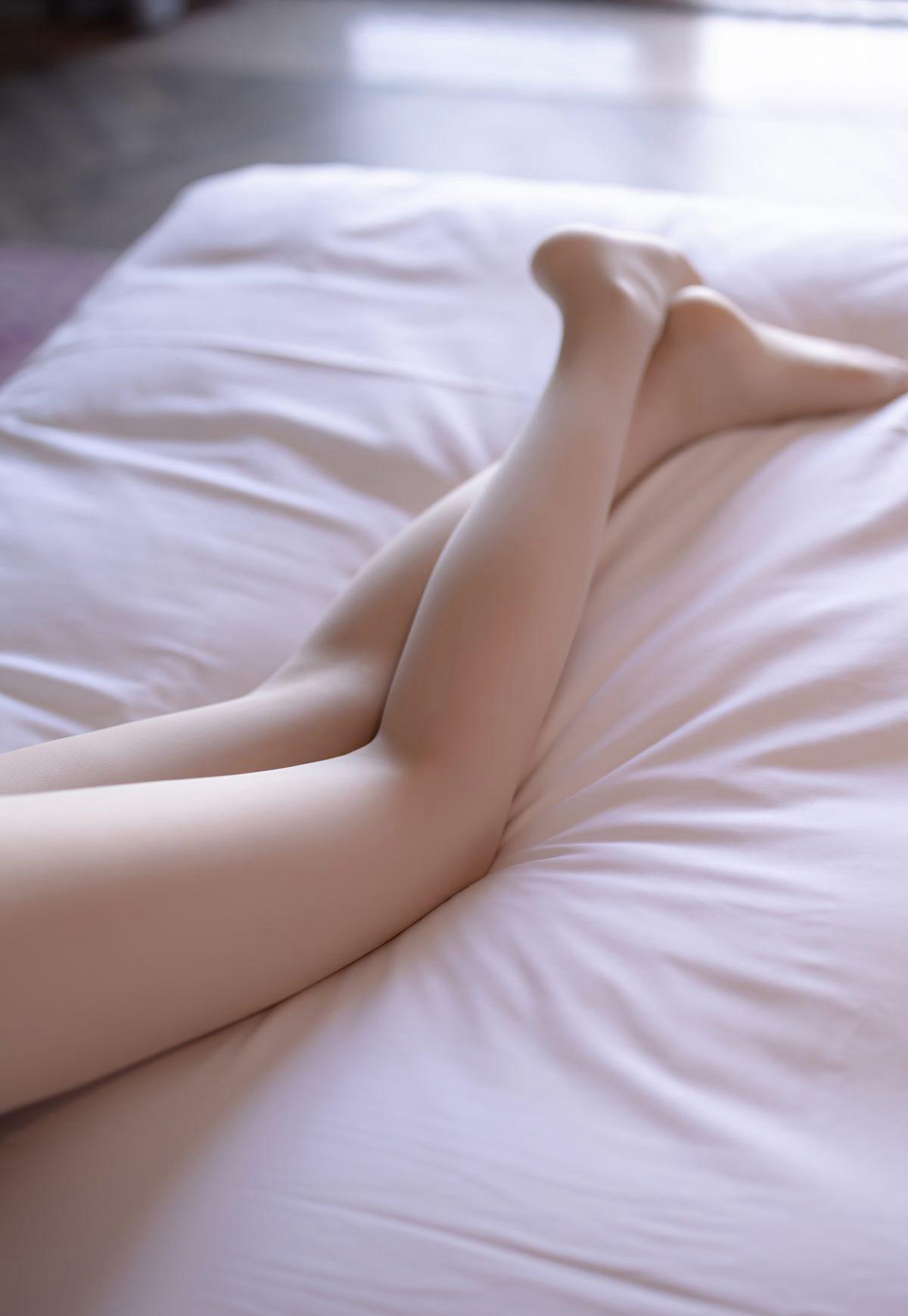 芝芝Booty超薄白丝完美腿型诱惑白嫩玉足脱丝袜写真-芝芝Booty-『游乐宫』Youlegong.com 第8张