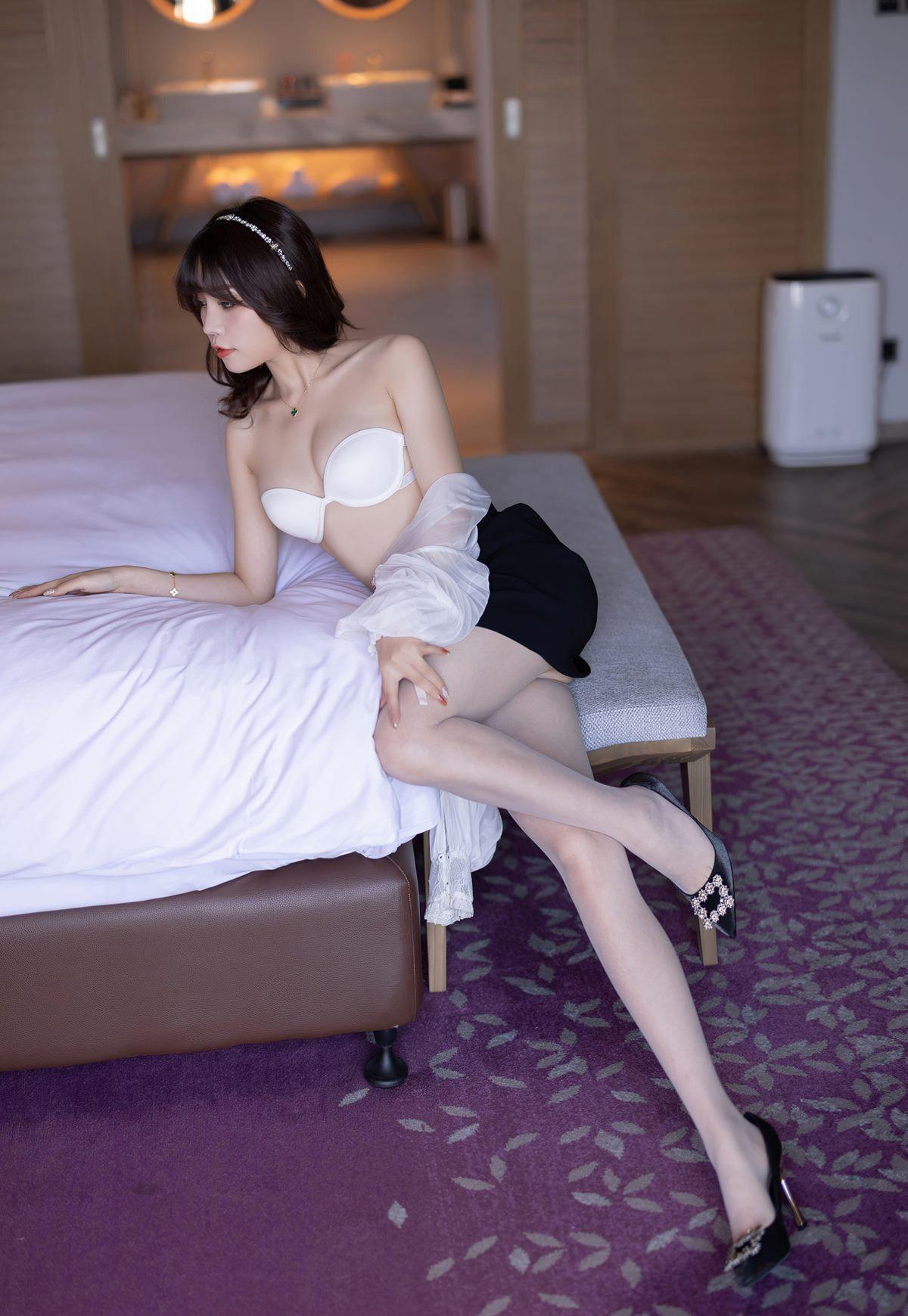 芝芝Booty超薄白丝完美腿型诱惑白嫩玉足脱丝袜写真-芝芝Booty-『游乐宫』Youlegong.com 第3张